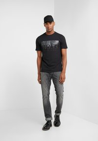 BOSS - TREK  - T-shirt med print - black - 1