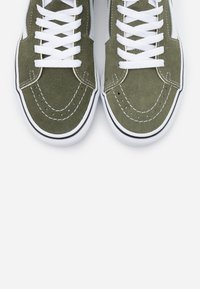 Vans - SK8-HI - Skate shoes - grape leaf/true white - 5