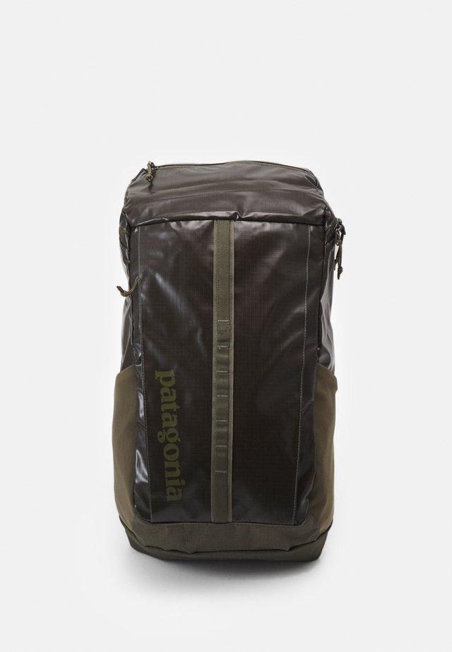 BLACK HOLE PACK 25L - Plecak podróżny - basin green