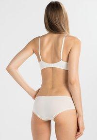 Calvin Klein Underwear - SEDUCTIVE COMFORT - Braguitas - ivory - 2