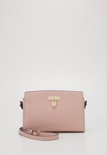 DRESSED BUSINESS CROSSBODY