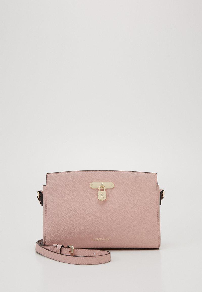 Calvin Klein - DRESSED BUSINESS CROSSBODY - Across body bag - purple