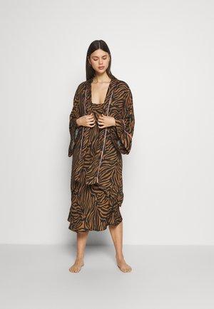 RANIA KIMONO - Dressing gown - camel