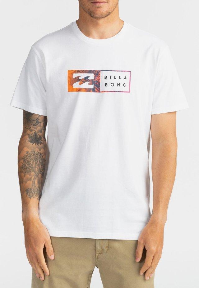 INVERSED  - Print T-shirt - white