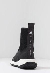 adidas by Stella McCartney - PULSEBOOST HD MID - Laufschuh Neutral - black/white/utility black/iron metallic - 3