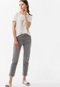 BRAX - STYLE CARO  - Slim fit jeans - light grey - 1