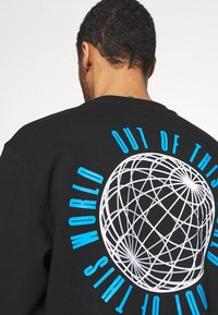 Topman - IDENTITY GLOBE PRINT - Sweatshirt - black - 5