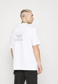 adidas Originals - TREFOIL TEE - Camiseta estampada - white/black - 2