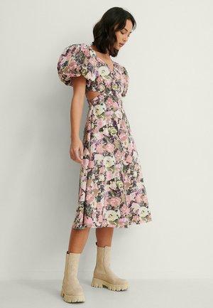 Robe d'été - vintage rose