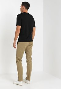 DOCKERS - SMART SUPREME FLEX SKINNY - Pantalones chinos - new british khaki - 3