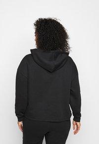 Pieces Curve - PCCHILLI HOODIE - Sweatshirt - black - 2