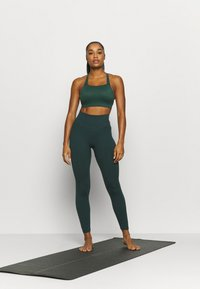 Nike Performance - SEAMLESS 7/8 - Tights - pro green - 1