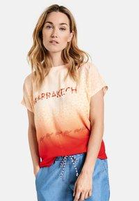 Gerry Weber Casual - T-shirt med print - red/orange - 0