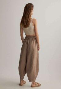 OYSHO - Kalhoty - brown - 2