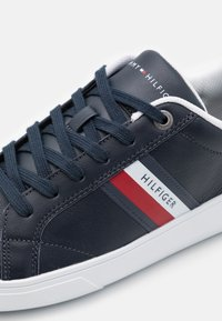 Tommy Hilfiger - ESSENTIAL CUPSOLE - Trainers - desert sky - 5