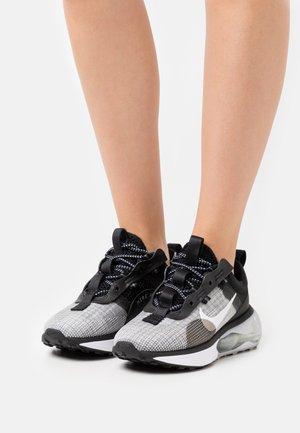 AIR MAX 2021 - Sneakers basse - black/white/metallic silver/smoke grey