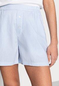 Mads Nørgaard - ORGANIC POPLIN SLOAN - Shorts - light blue stripe - 3