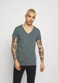Tigha - MALIK - Basic T-shirt - asphalt - 0