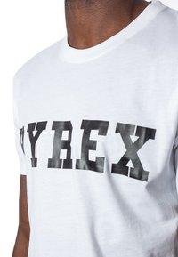 Pyrex - T-shirt con stampa - white - 3