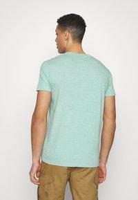 Superdry - VINTAGE CREW - Basic T-shirt - fresh mint space dye - 2