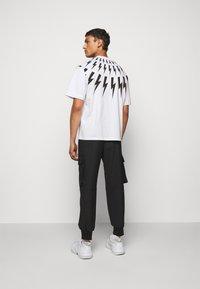 Neil Barrett - FAIRISLE THUNDERBOLT - T-shirt imprimé - white/black - 2