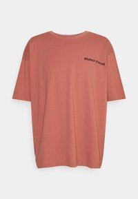 RETHINK Status - OVERSIZED UNISEX  - Print T-shirt - light mahogany - 0