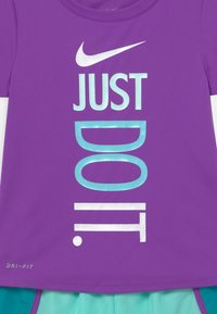 Nike Sportswear - SPRINTER SET - Camiseta estampada - aquamarine - 3