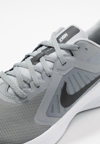 Nike Performance - DOWNSHIFTER 10 - Zapatillas de running neutras - particle grey/black/grey fog/white - 5