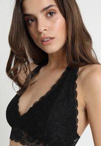 Gilly Hicks - CORE HALTER - Triangle bra - black - 3