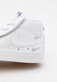 Nike Sportswear - BLAZER MID '77 SE  - Sneaker high - white/black/hyper royal - 5