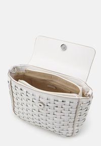 PARFOIS - CROSSBODY BAG MIMOSA - Across body bag - white - 2