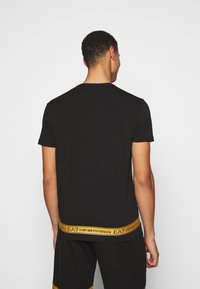 EA7 Emporio Armani - Print T-shirt - black/gold - 2