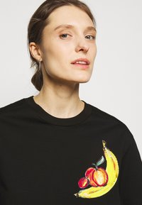 3.1 Phillip Lim - BANANA  - Print T-shirt - black - 3