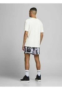 Jack & Jones - RELAXED FIT - Print T-shirt - cloud dancer - 2