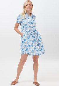 Sugarhill Brighton - KEELEY HAWAII FLAMINGO - Shirt dress - white - 0