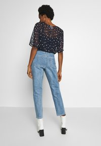 Lost Ink - TOMBOY POWDER WASH - Jeans Relaxed Fit - light denim - 2