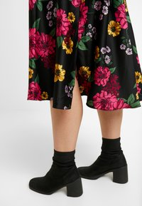 CAPSULE by Simply Be - PRINTED PROM SKIRT - A-line skirt - black/pink - 3