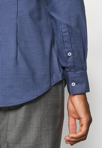 Calvin Klein Tailored - STRUCTURE EASY CARE SLIM SHIRT - Formal shirt - blue - 6