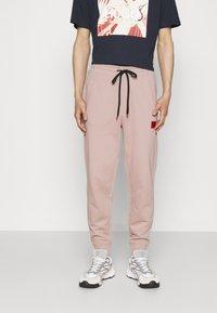 HUGO - DOAK - Teplákové kalhoty - pink - 0