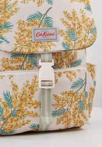 Cath Kidston - BUCKLE BACKPACK - Tagesrucksack - warm cream - 6
