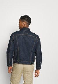Levi's® - THE TRUCKER - Denim jacket - med indigo - 2