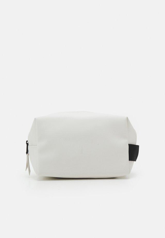 WASH BAG SMALL UNISEX - Toalettmappe - off white