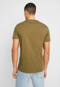 Lyle & Scott - T-shirts basic - lichen green - 2