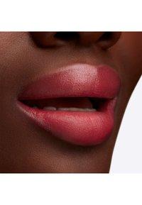 MAC - LUSTREGLASS LIPSTICK - Lipstick - beam there, done that - 3