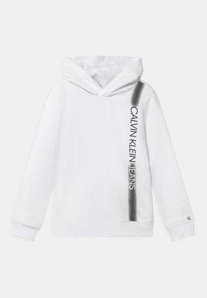INSTITUTIONAL SPRAY HOODIE - Sweatshirt - bright white
