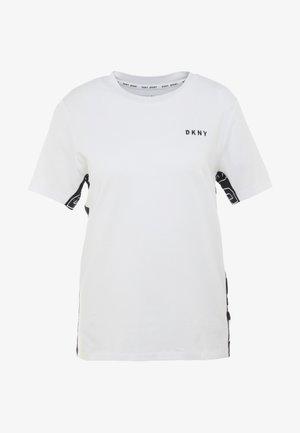 COLOR BLOCK FLIP LOGO TEE - Print T-shirt - white