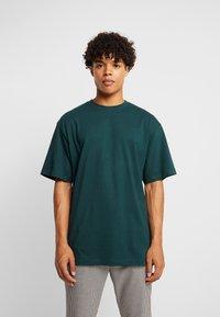Urban Classics - Basic T-shirt - bottlegreen - 0