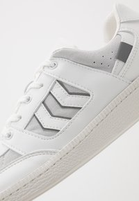 Hummel - SEOUL PREMIUM VEGAN - Baskets basses - white - 5