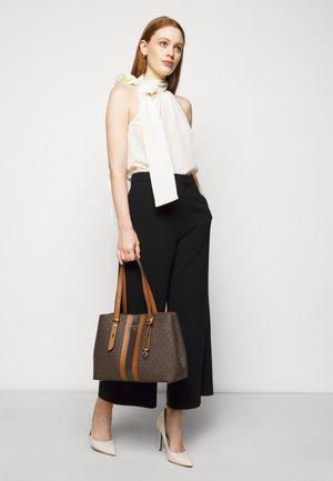 MEL TOTE - Handbag - brown