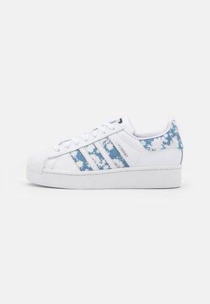 SUPERSTAR BOLD  - Sneakersy niskie - footwear white/ambient sky/silver metallic